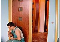 Установка распашной межкомнатной двери