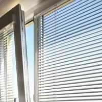 Как крепить жалюзи на окна