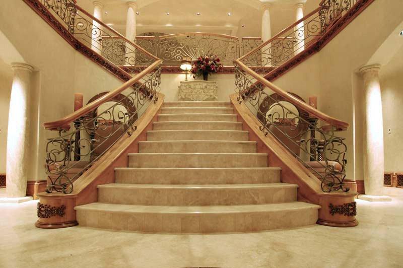 Лестница на мансарду из дерева с поворотом на 90 фото