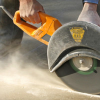 Как болгаркой резать бетон