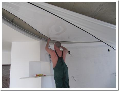 Что потребуется для монтажа натяжного потолка?
