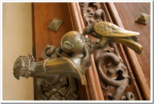 Выбор двери: обращаем внимание на фурнитуру
