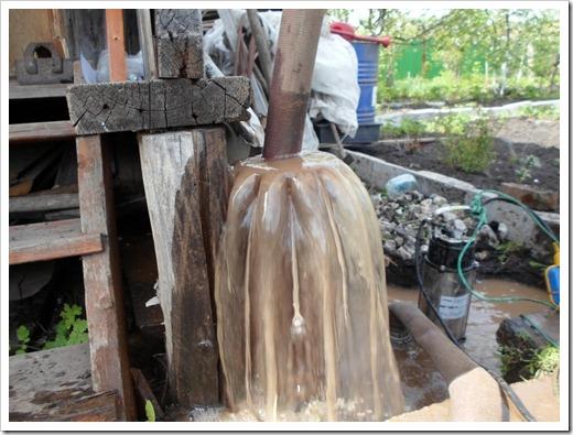 Промывка скважины при помощи насоса для грязной воды