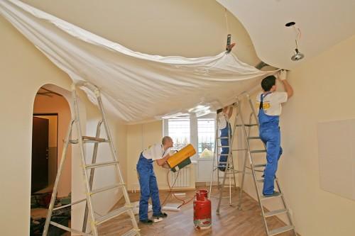 Как натягивают натяжной потолок