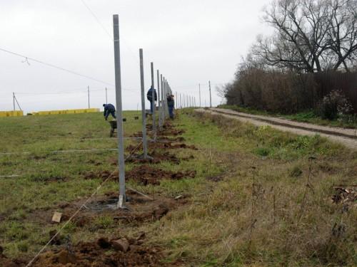 Установка столбов под забор