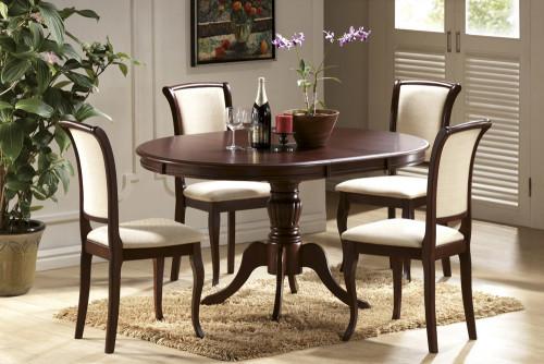 стол и стулья в гостиной