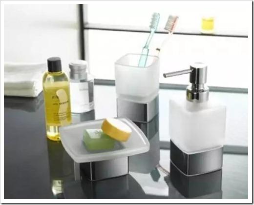 Какие материалы используются в создании аксессуаров для ванны?