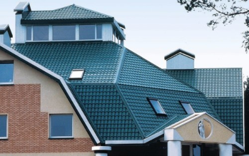 Как класть металлочерепицу на крышу