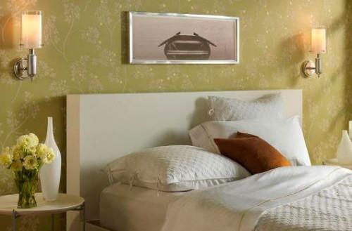 Как повесить бра над кроватью