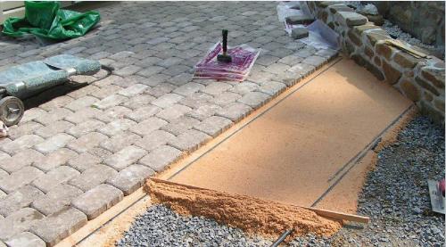 Как уложить тротуарную плитку на даче