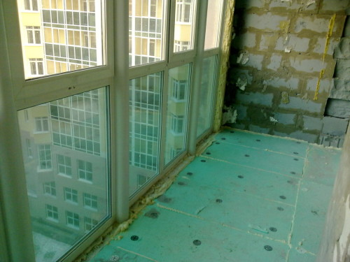 Как утеплить балкон с холодным остеклением